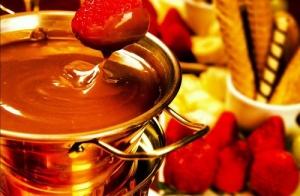 http://oferplan-imagenes.ideal.es/sized/images/fondue_chocolate_oferta-300x196.jpg
