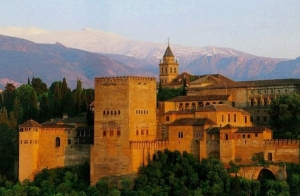 Escápate a Granada: Alojamiento + Desayuno