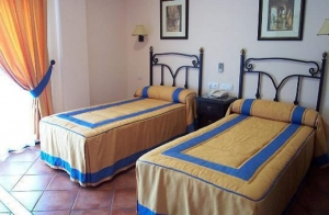 http://oferplan-imagenes.ideal.es/sized/images/hotel-calderon-2-noches-alojamiento-oferplan-granada-300x196.jpg