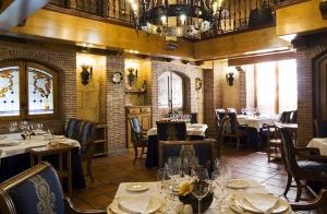 http://oferplan-imagenes.ideal.es/sized/images/salon_el_asador_almeria_oferplan_descuento_menu_degustacion-300x196.jpg