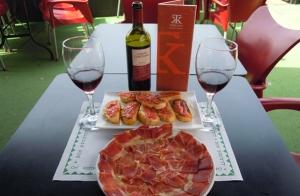 Botella de Vino Rioja + Ración de Jamón